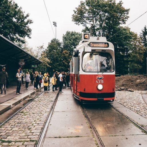 Die Straßenbahn der Tram Sessions von vorne.
