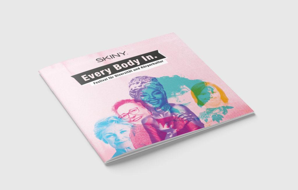 Auf dem Bild ist das Cover vom Every Body In. Programm-Magazin zu sehen.