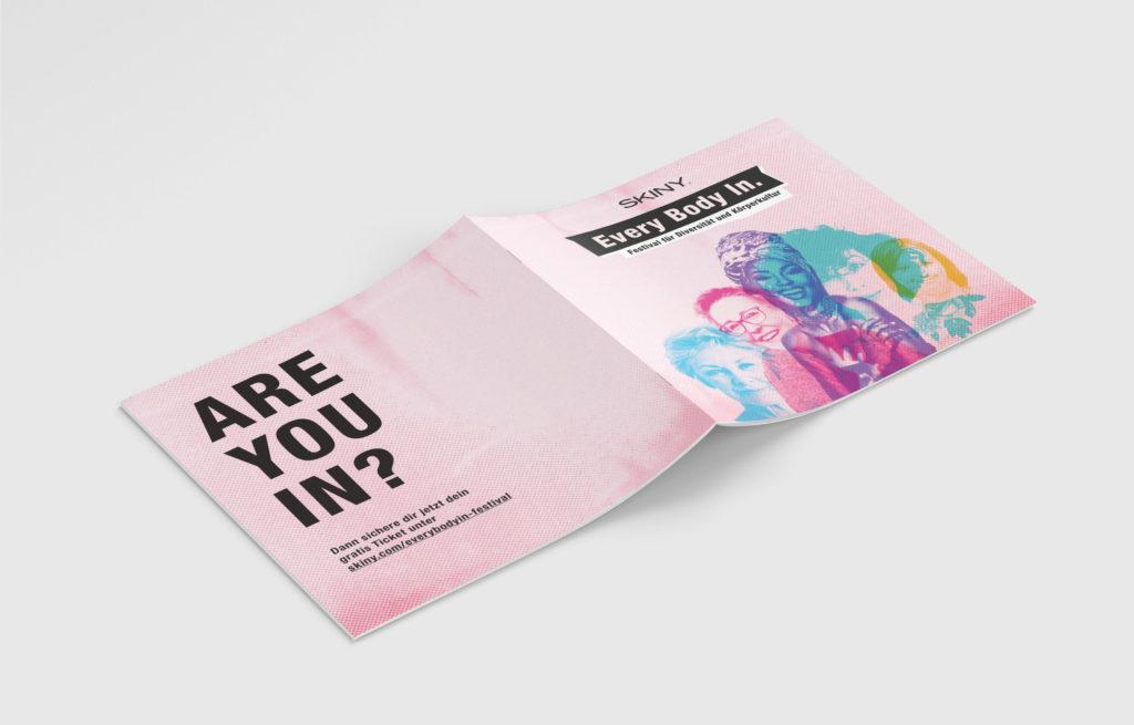 Auf dem Bild ist das Cover und die Rückseite vom Every Body In. Programm-Magazin zu sehen.